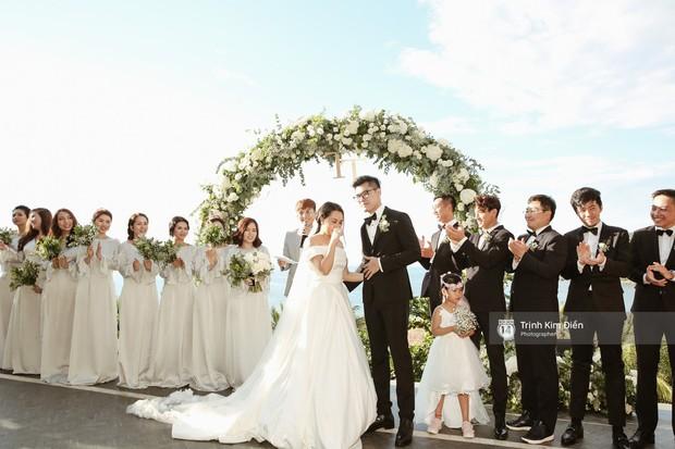 Gào rơi nước mắt trong lễ cưới sau 10 năm sống chung với chồng - Ảnh 1.