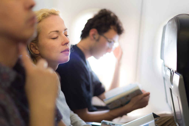 """Nếu bạn bị say máy bay: Đây là những mẹo hay bạn nên """"dắt túi"""" - Ảnh 1."""