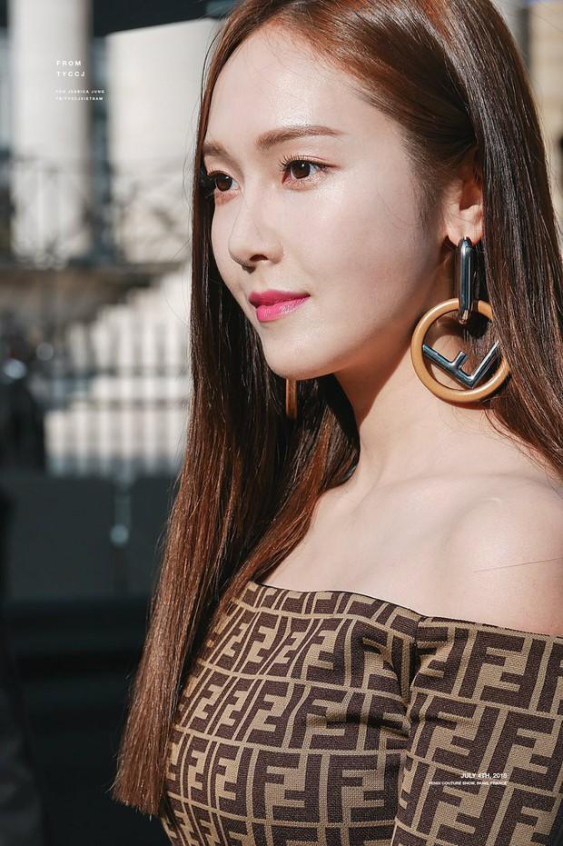 Fan bất ngờ khi Jessica kí tặng album Hoot của SNSD - Ảnh 3.