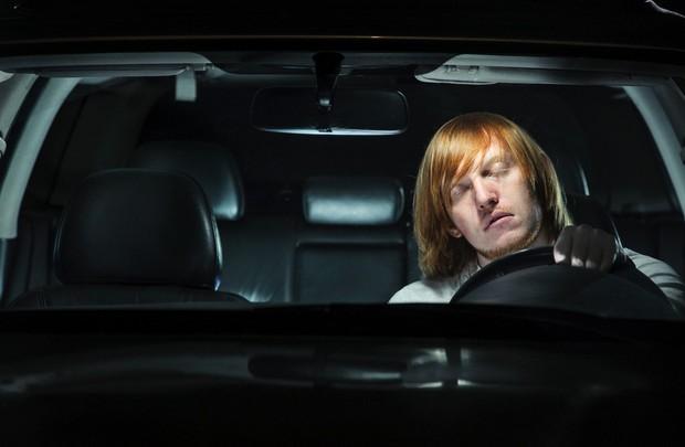 Đây là lý do vì sao các vụ tai nạn thảm khốc do lái xe ngủ gật có thể xảy ra - Ảnh 3.