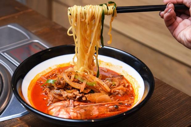 Điểm mặt những món ăn cay xé lưỡi khiến Wanna One và loạt sao Hàn quắn quéo đỏ mặt - Ảnh 17.