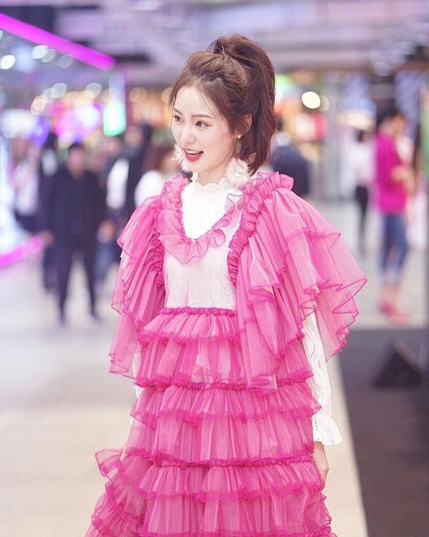 Hot girl diện đồ basic đẹp nhất Thái Lan Pimtha bỗng dưng khiến người ta hết hồn trong bộ váy màu hường lồng lộn - Ảnh 10.