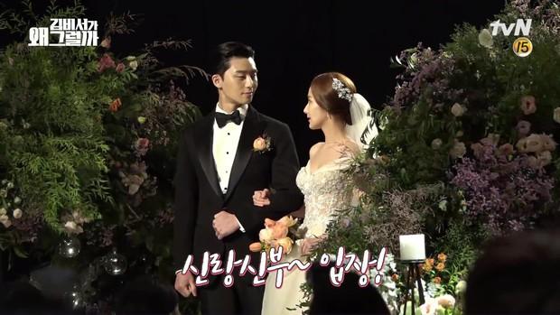 Đợi gần một tuần, fan mới được xem hậu trường đám cưới ngọt lịm của Park - Park trong Thư Ký Kim - Ảnh 4.