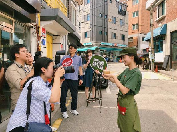 Cộng Cà phê trong ngày khai trương cửa hàng đầu tiên ở Hàn Quốc: Giới trẻ hào hứng xếp hàng dài chờ ghé thử - Ảnh 3.