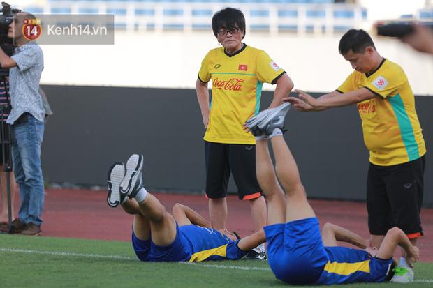 Hồng Duy Pinky dùng kem chống nắng, cười tươi trong buổi tập hồi phục cùng U23 Việt Nam - Ảnh 5.