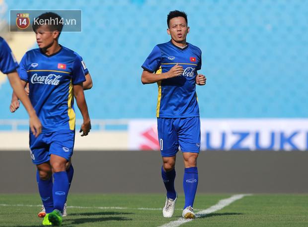 Hồng Duy Pinky dùng kem chống nắng, cười tươi trong buổi tập hồi phục cùng U23 Việt Nam - Ảnh 6.
