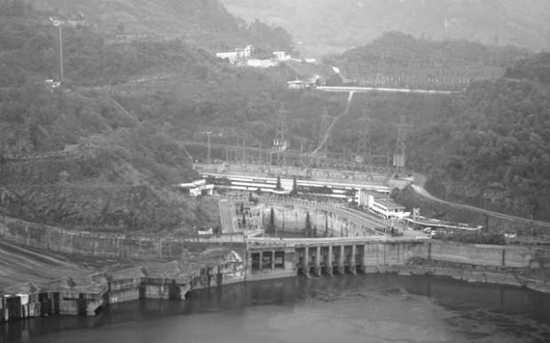 Bí mật lá thư chôn trong khối bê tông 10 tấn gửi hậu thế ở Thủy điện Hòa Bình - Ảnh 1.