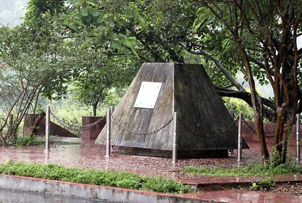 Bí mật lá thư chôn trong khối bê tông 10 tấn gửi hậu thế ở Thủy điện Hòa Bình - Ảnh 2.
