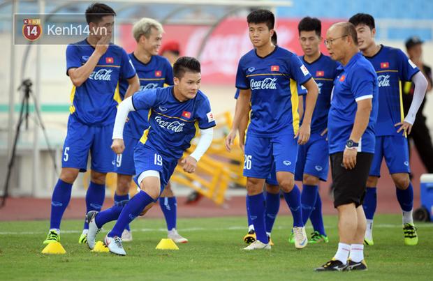 Hồng Duy Pinky dùng kem chống nắng, cười tươi trong buổi tập hồi phục cùng U23 Việt Nam - Ảnh 8.