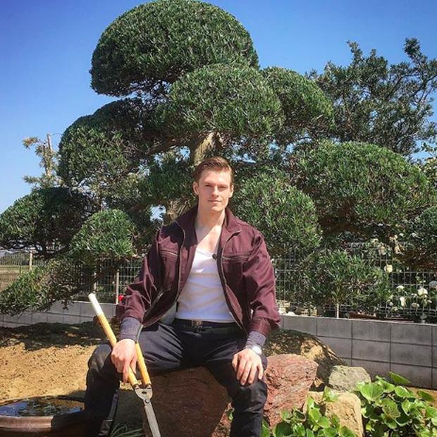Gặp anh thợ làm vườn điển trai 6 múi thế này thì cô nàng nào cũng muốn về quê trồng rau hết cho xem! - Ảnh 2.