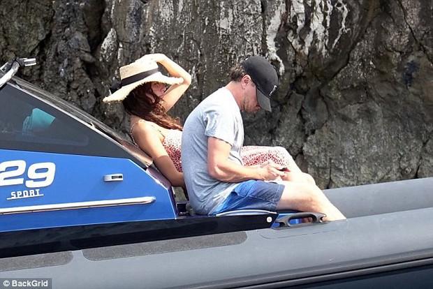 Bạn gái Leonardo DiCaprio làm ai nấy cũng trầm trồ vì đôi gò bồng đảo căng đầy - Ảnh 4.