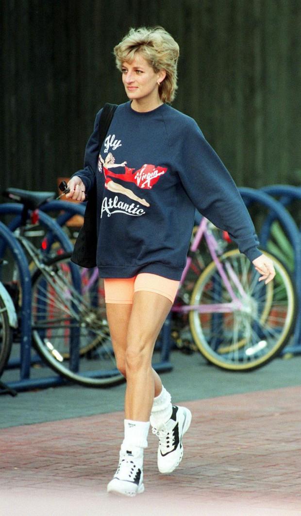 Hóa ra kiểu legging hot nhất 2018 đã được công nương Diana lăng xê từ lâu lắm rồi - Ảnh 2.