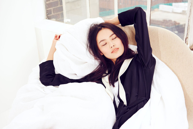Khi ngủ hãy nhớ những nguyên tắc này để cải thiện làn da ngay cả khi say giấc - Ảnh 1.