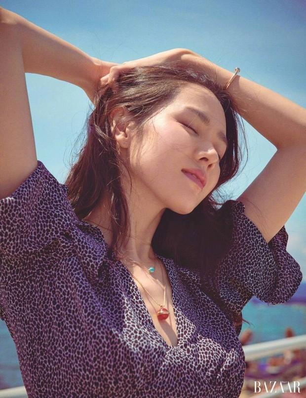 """Đụng hàng mà hơn đến 10 tuổi, """"chị Đẹp"""" Son Ye Jin vẫn lấn lướt HyunA vì khoe được lợi thế - Ảnh 5."""