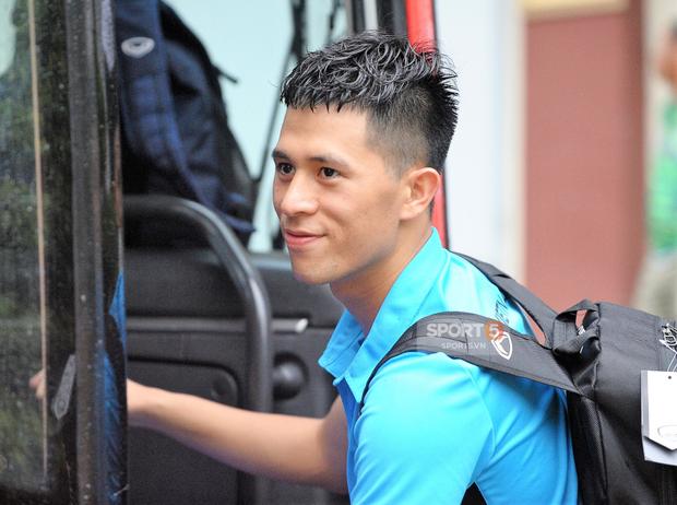 Khoảnh khắc đời thường của tuyển thủ Olympic Việt Nam trên xe buýt - Ảnh 3.