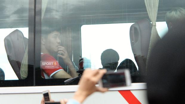 Khoảnh khắc đời thường của tuyển thủ Olympic Việt Nam trên xe buýt - Ảnh 7.