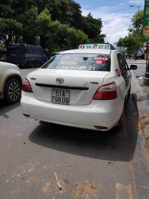 Tài xế hãng taxi Vinasun bị tố chạy ẩu, chửi bới và hành hung khách hàng giữa Sài Gòn - Ảnh 2.