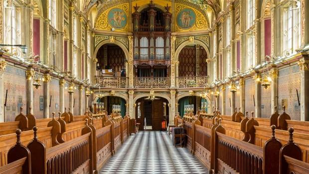 Choáng ngợp với sự nguy nga, tráng lệ của Đại học dành cho giới Hoàng gia Anh: Royal Holloway - Ảnh 2.