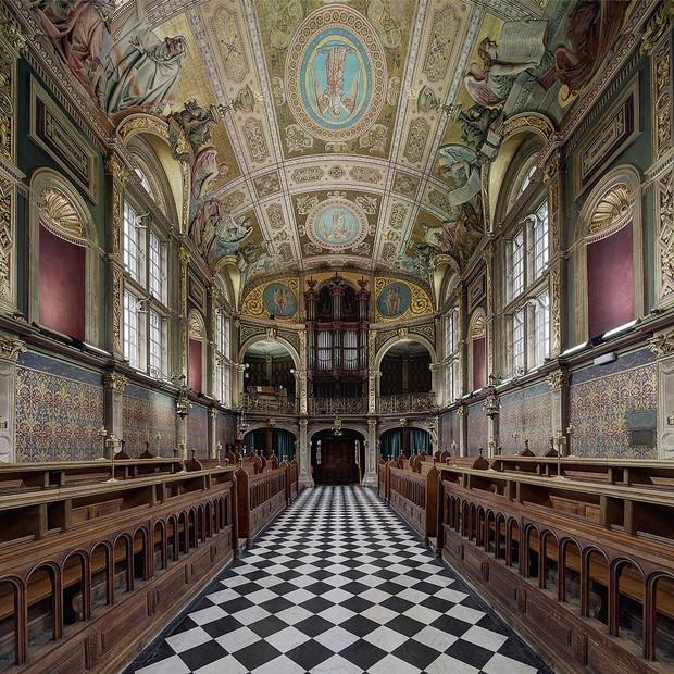 Choáng ngợp với sự nguy nga, tráng lệ của Đại học dành cho giới Hoàng gia Anh: Royal Holloway - Ảnh 3.