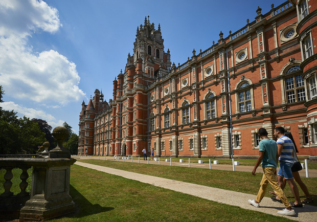 Choáng ngợp với sự nguy nga, tráng lệ của Đại học dành cho giới Hoàng gia Anh: Royal Holloway - Ảnh 6.