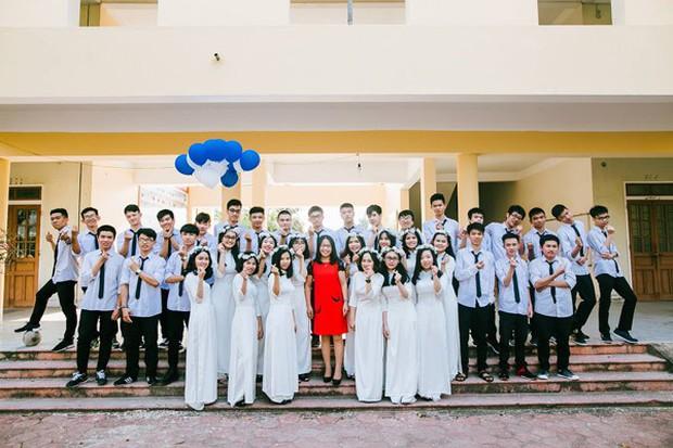 Những lớp học siêu giỏi ở Nghệ An, Hà Tĩnh: Học trường làng nhưng cả lớp đậu đại học, năm nào cũng thủ khoa trường top - Ảnh 2.
