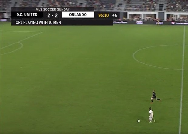 Thế giới bóng đá phát cuồng khi Rooney lăn xả cứu bóng rồi kiến tạo chiến thắng ở phút 96 - Ảnh 2.