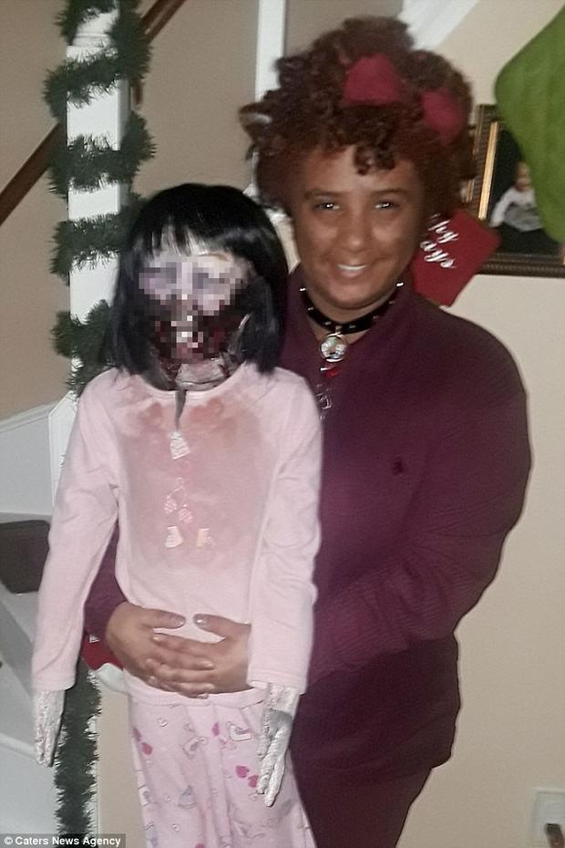 Cô gái trẻ tuyên bố sẽ cưới con búp bê zombie ghê rợn sau 3 năm quen biết khiến MXH Mỹ dậy sóng - Ảnh 1.