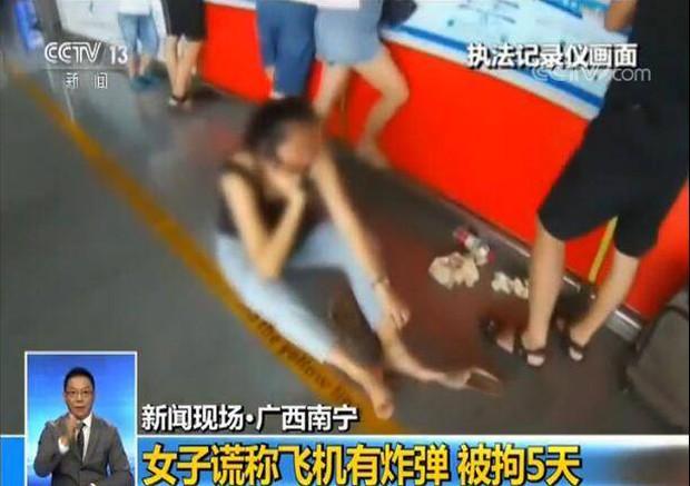 Trung Quốc: Mua vé máy bay nhầm ngày, nữ hành khách nói dối có bom để ngăn chuyến bay cất cánh - Ảnh 1.