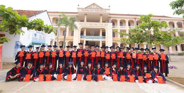 Những lớp học siêu giỏi ở Nghệ An, Hà Tĩnh: Học trường làng nhưng cả lớp đậu đại học, năm nào cũng thủ khoa trường top - Ảnh 4.