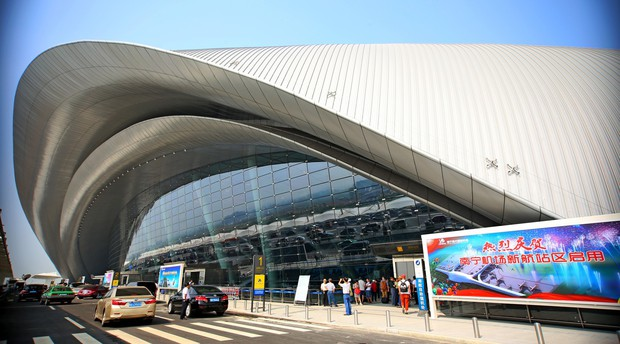 Trung Quốc: Mua vé máy bay nhầm ngày, nữ hành khách nói dối có bom để ngăn chuyến bay cất cánh - Ảnh 2.