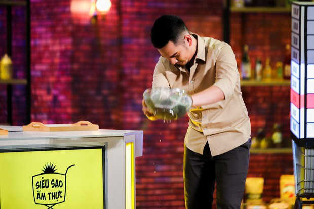 Chết cười với màn vẩy rau rơi hết ra ngoài của người chơi, MC gameshow ẩm thực - Ảnh 3.