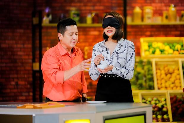 Chết cười với màn vẩy rau rơi hết ra ngoài của người chơi, MC gameshow ẩm thực - Ảnh 5.