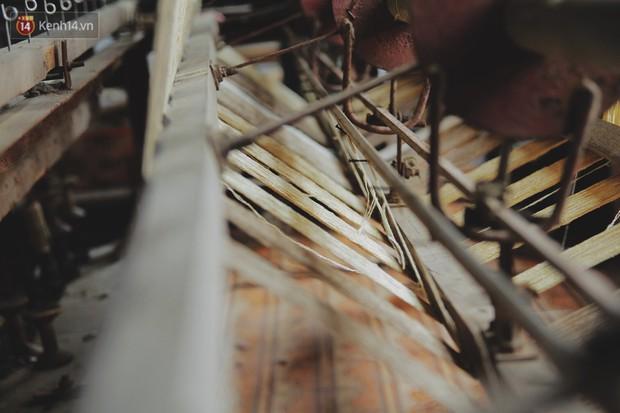 Người phụ nữ Hà Nội đầu tiên dệt lụa từ tơ sen: 4.800 cuống sen cho một chiếc khăn quàng cổ dài 1,7 mét - Ảnh 3.