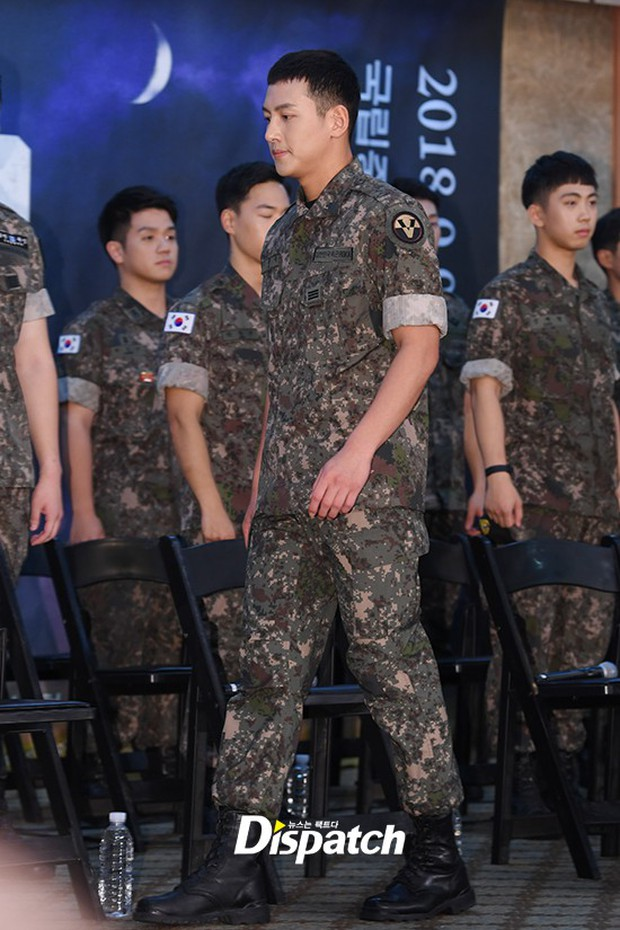 Để mặt mộc dự sự kiện quân đội, Ji Chang Wook gây xôn xao vì đẹp trai đến mức biến nam idol Kpop thành bạch tuộc - Ảnh 1.