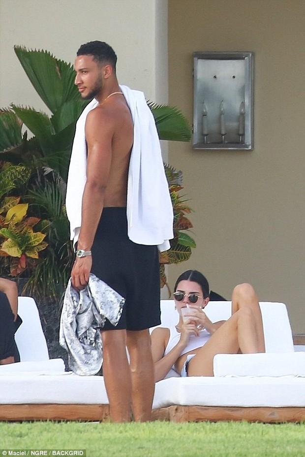 Ảnh chụp trộm chưa photoshop, đôi chân Kendall Jenner đã dài và đẹp đáng ghen tị! - Ảnh 8.