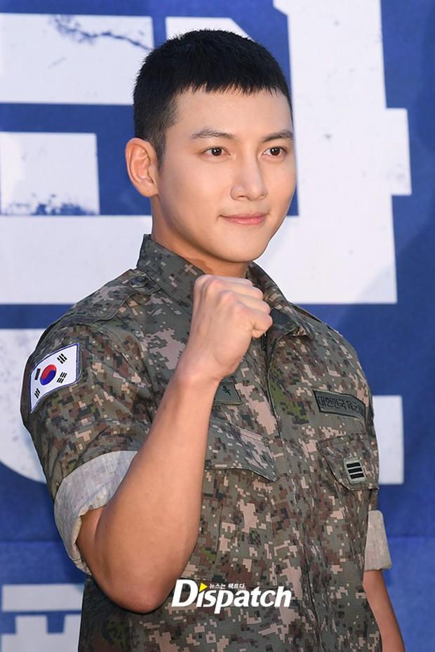 Để mặt mộc dự sự kiện quân đội, Ji Chang Wook gây xôn xao vì đẹp trai đến mức biến nam idol Kpop thành bạch tuộc - Ảnh 3.