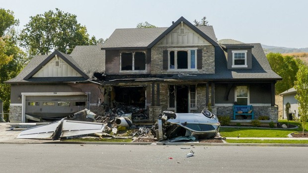 Mỹ: Cãi nhau với vợ, người đàn ông lái máy bay đâm thẳng vào nhà mình - Ảnh 1.