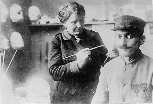 Bằng khả năng điêu khắc, người phụ nữ này đã giúp vô số thương binh Thế chiến I lấy lại cuộc sống bình thường - Ảnh 2.