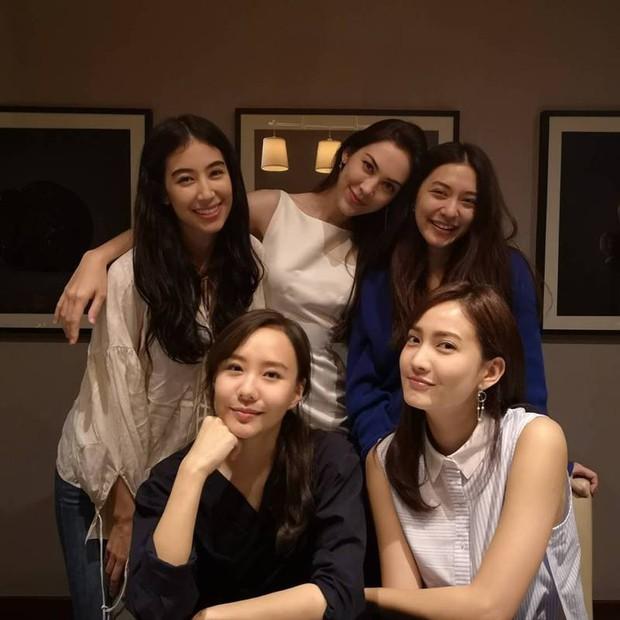Đâu chỉ Hàn Quốc, showbiz Thái cũng có hội chị đẹp: Đã toàn mỹ nhân quyền lực và sang chảnh, lại còn chơi với nhau - Ảnh 18.