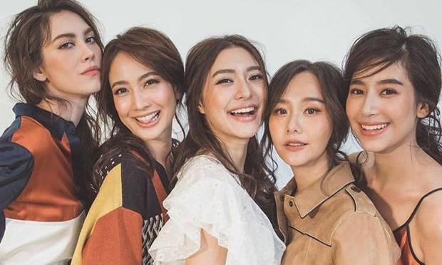 Đâu chỉ Hàn Quốc, showbiz Thái cũng có hội chị đẹp: Đã toàn mỹ nhân quyền lực và sang chảnh, lại còn chơi với nhau - Ảnh 21.