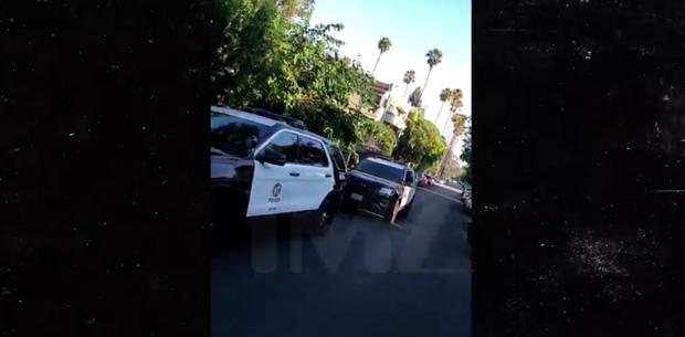 Hàng loạt xe cảnh sát và trực thăng kéo đến nhà Rihanna khi có chuông báo động, chuyện gì vừa xảy ra? - Ảnh 1.