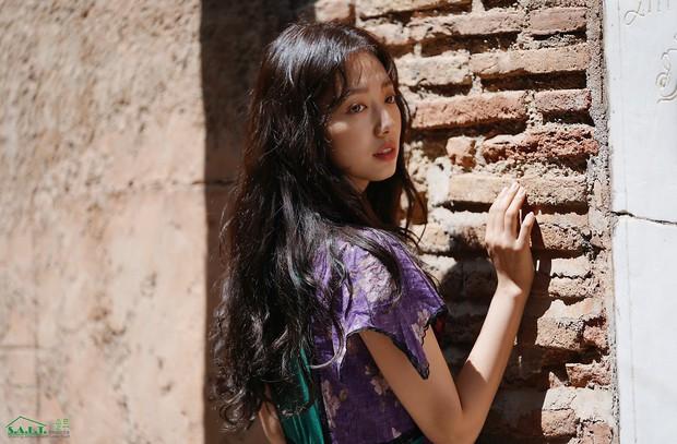 Lâu lắm mỹ nhân Người thừa kế Park Shin Hye mới sexy thế này, nhưng vòng 1 siêu khủng lại không cánh mà bay? - Ảnh 11.