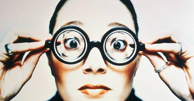 Bí kíp giữ mắt dành riêng cho hội cận thị để không phải khổ sở mỗi khi ra đường - Ảnh 1.