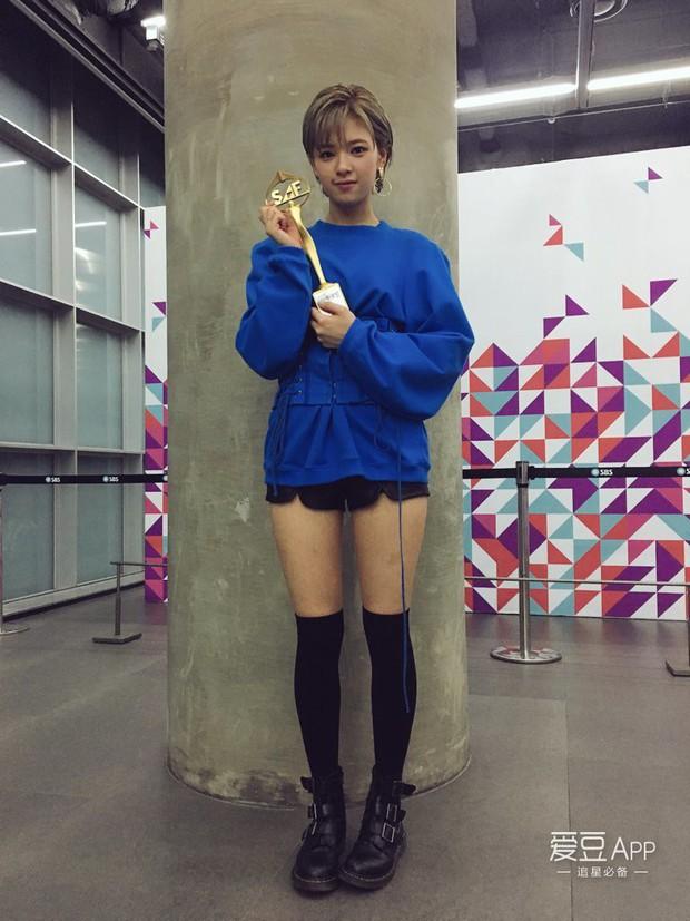 Không còn là một mình Tzuyu chiếm spotlight, mỹ nhân này bất ngờ được chú ý vì đôi chân dài nhất TWICE - Ảnh 11.
