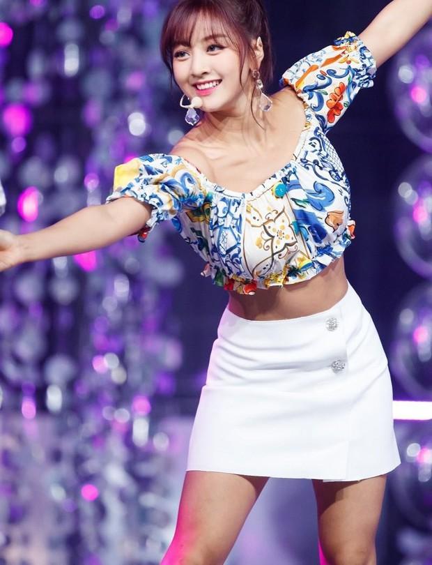 Trong khi stylist của Black Pink cứ mãi rập khuôn, thì stylist của Twice lại được khen ngợi nhờ chăm sáng tạo - Ảnh 5.