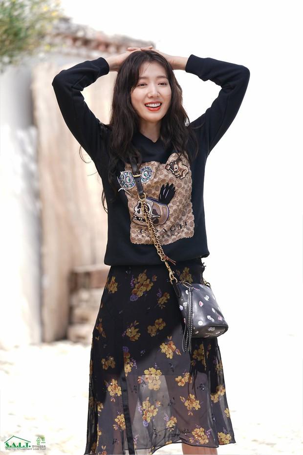 Lâu lắm mỹ nhân Người thừa kế Park Shin Hye mới sexy thế này, nhưng vòng 1 siêu khủng lại không cánh mà bay? - Ảnh 19.