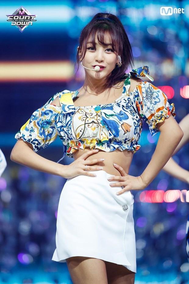 Trong khi stylist của Black Pink cứ mãi rập khuôn, thì stylist của Twice lại được khen ngợi nhờ chăm sáng tạo - Ảnh 4.