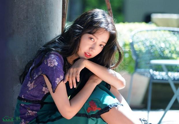 Lâu lắm mỹ nhân Người thừa kế Park Shin Hye mới sexy thế này, nhưng vòng 1 siêu khủng lại không cánh mà bay? - Ảnh 18.