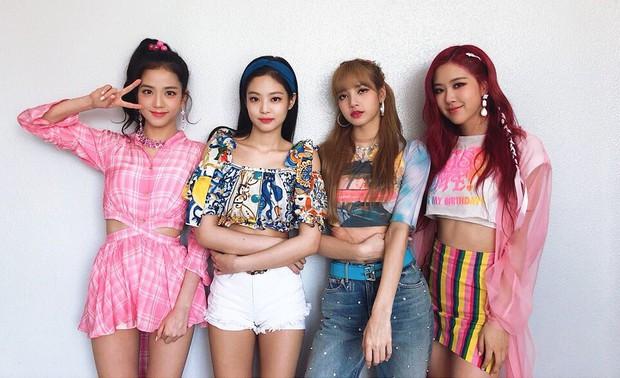 Trong khi stylist của Black Pink cứ mãi rập khuôn, thì stylist của Twice lại được khen ngợi nhờ chăm sáng tạo - Ảnh 1.
