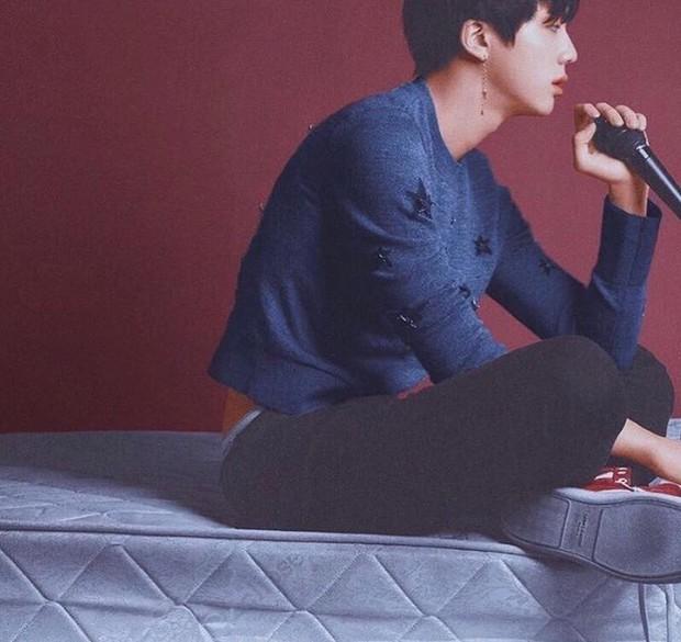 Thì ra ngoài các idol nữ, loạt sao nam Hàn Quốc cũng mê đắm item này  - Ảnh 4.